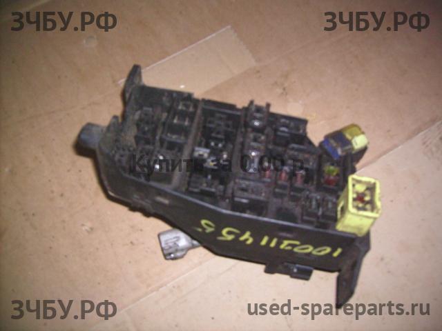 Фотографии автозапчасти Блок предохранителей с разборок иномарок.  Купить эту запчасть (Блок предохранителей) .